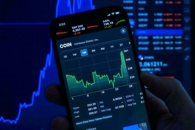 Hoe kies je het juiste platform voor het handelen in crypto's